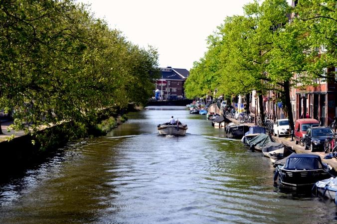 In Amsterdam sieht man sie überall: die Grachten.