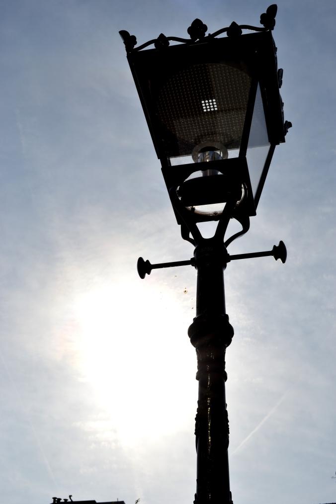 Auch hier spielte das Licht mit - eine alte Laterne wirkt so auf einem Foto viel schöner!