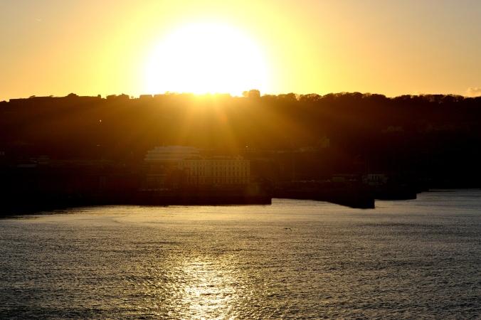 Beim Auslaufen aus dem Hafen stand die Sonne so wunderschön, das musste ich einfach in einem Bild festhalten!